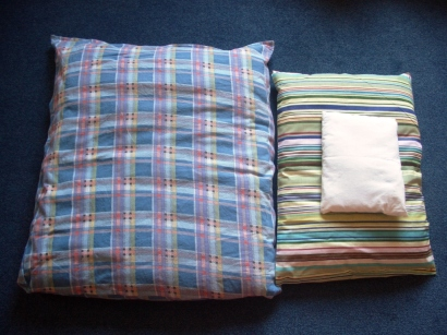 Big and medium Orgon blankets + medium pillow